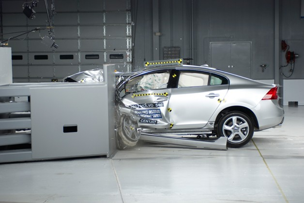 Volvo S60 earns good rating in new IIHS small overlap frontal crash test