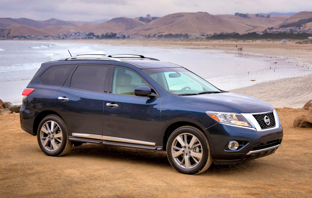 2013 Nissan Pathfinder in blue on the beach