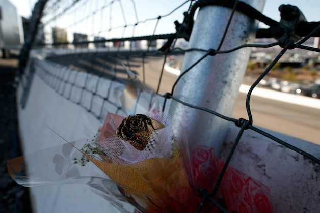 IndyCar fence flower Dan Wheldon