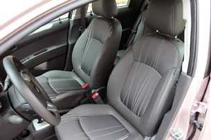 2013 Chevrolet Spark front seats