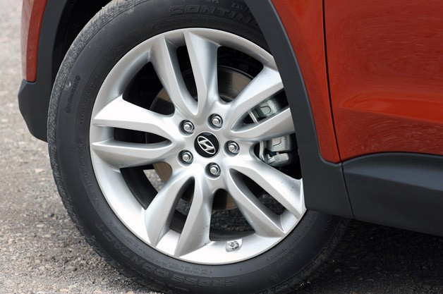 2013 Hyundai Santa Fe Sport wheel