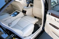 2013 Lexus LS rear seats