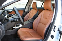 2013 Volvo S60 T5 AWD front seats