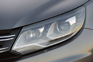 2012 Volkswagen Tiguan headlight