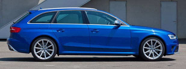 2012 Audi RS4 Avant side view