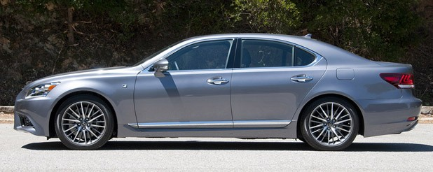 2013 Lexus LS side view