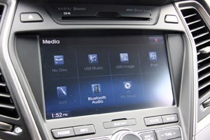 2013 Hyundai Santa Fe Sport multimedia system display
