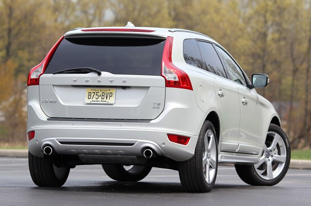 2012 Volvo XC60 R-Design rear 3/4 view