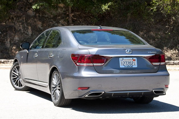 2013 Lexus LS rear 3/4 view