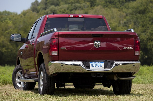 2013 Ram 1500 Crew Cab SLT 4x4 rear 3/4 view