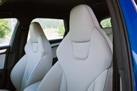 2012 Audi RS4 Avant front seats