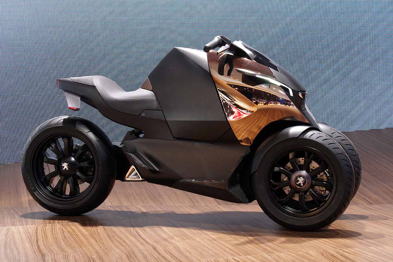 Peugeot onyx scooter concept is half motorcycle half for Garage scooter peugeot paris