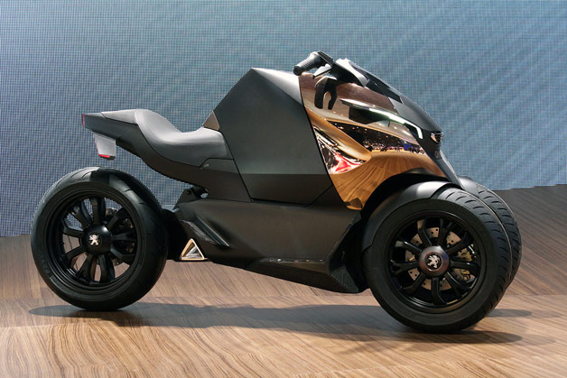 Peugeot Onyx three-wheeled hybrid scooter - live at 2012 Paris Motor Show reveal