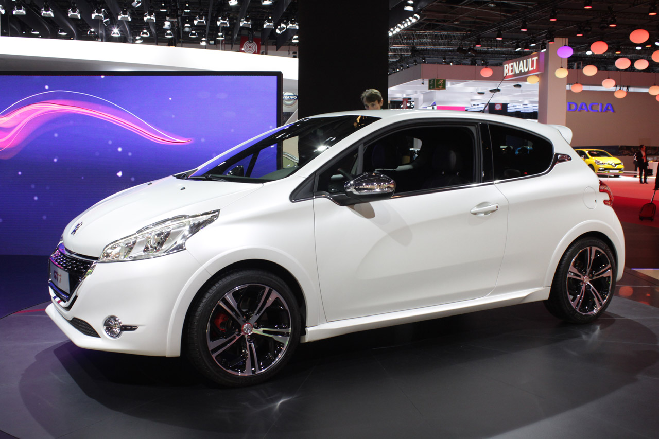 2013 peugeot 208 gti paris 2012 photo gallery autoblog. Black Bedroom Furniture Sets. Home Design Ideas