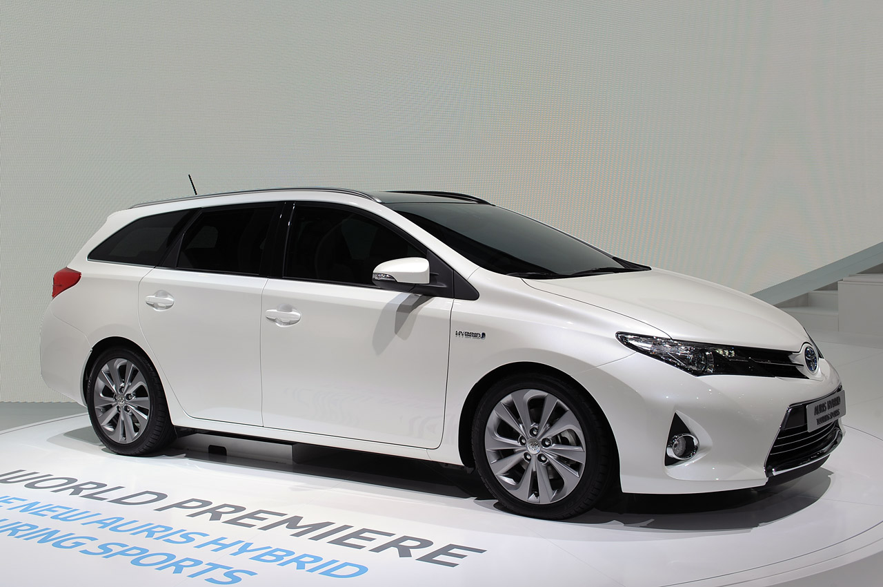2013 toyota auris hybrid paris 2012 photo gallery autoblog. Black Bedroom Furniture Sets. Home Design Ideas