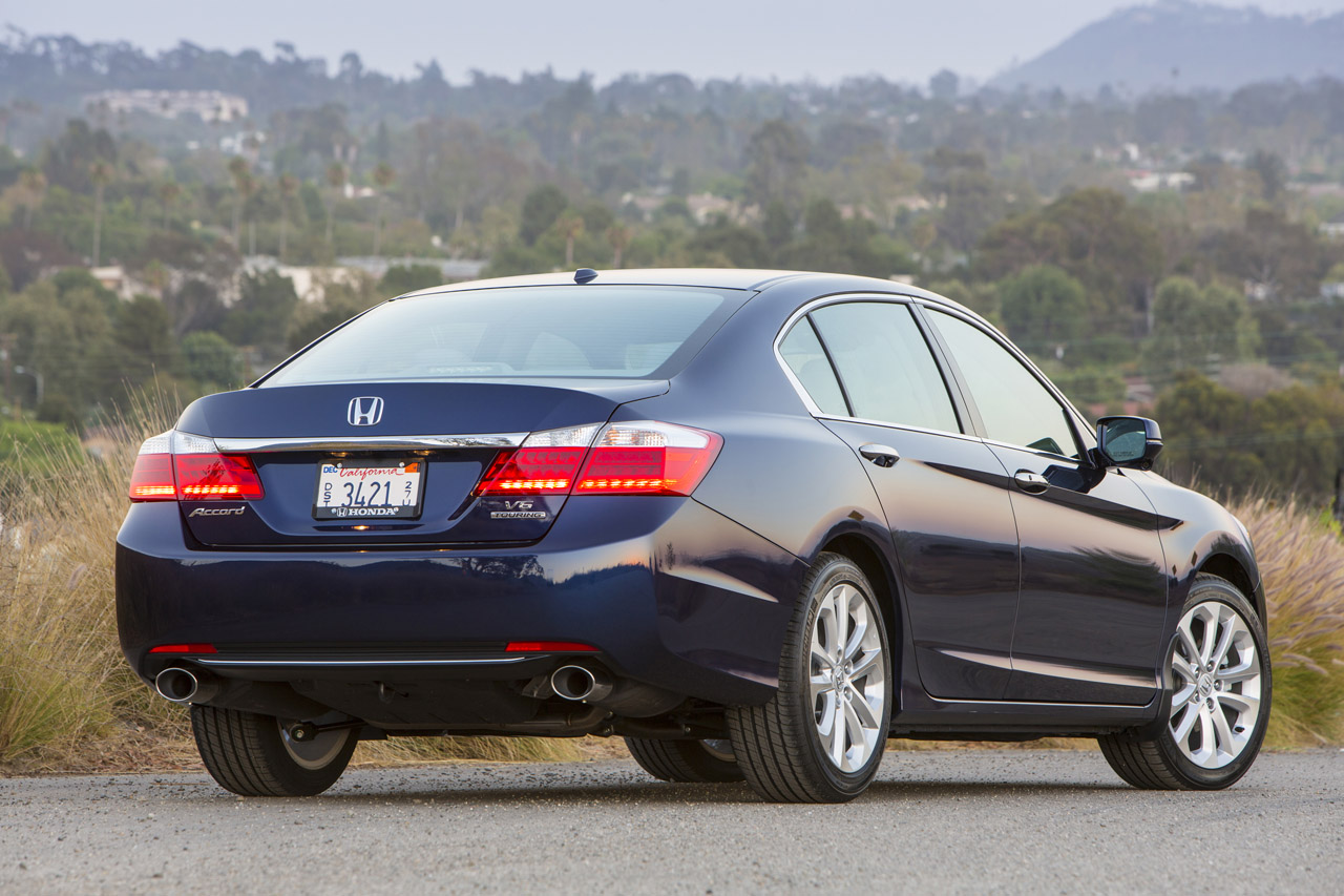 2013 honda accord touring sedan photo gallery autoblog for Honda accord used 2013