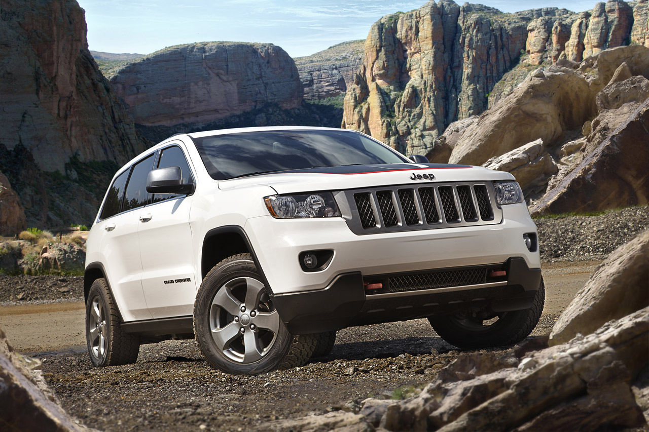 2013 jeep grand cherokee trailhawk and wrangler moab. Black Bedroom Furniture Sets. Home Design Ideas