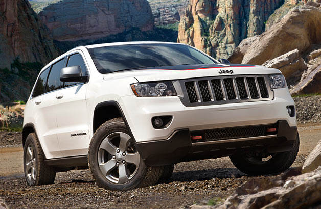 2013 Jeep Grand Cherokee Trailhawk - front three-quarter view