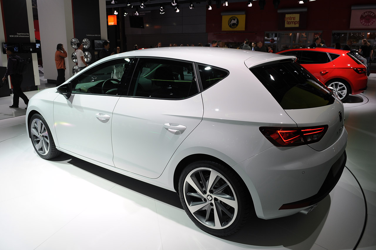 seat leon shows its angular assets autoblog. Black Bedroom Furniture Sets. Home Design Ideas