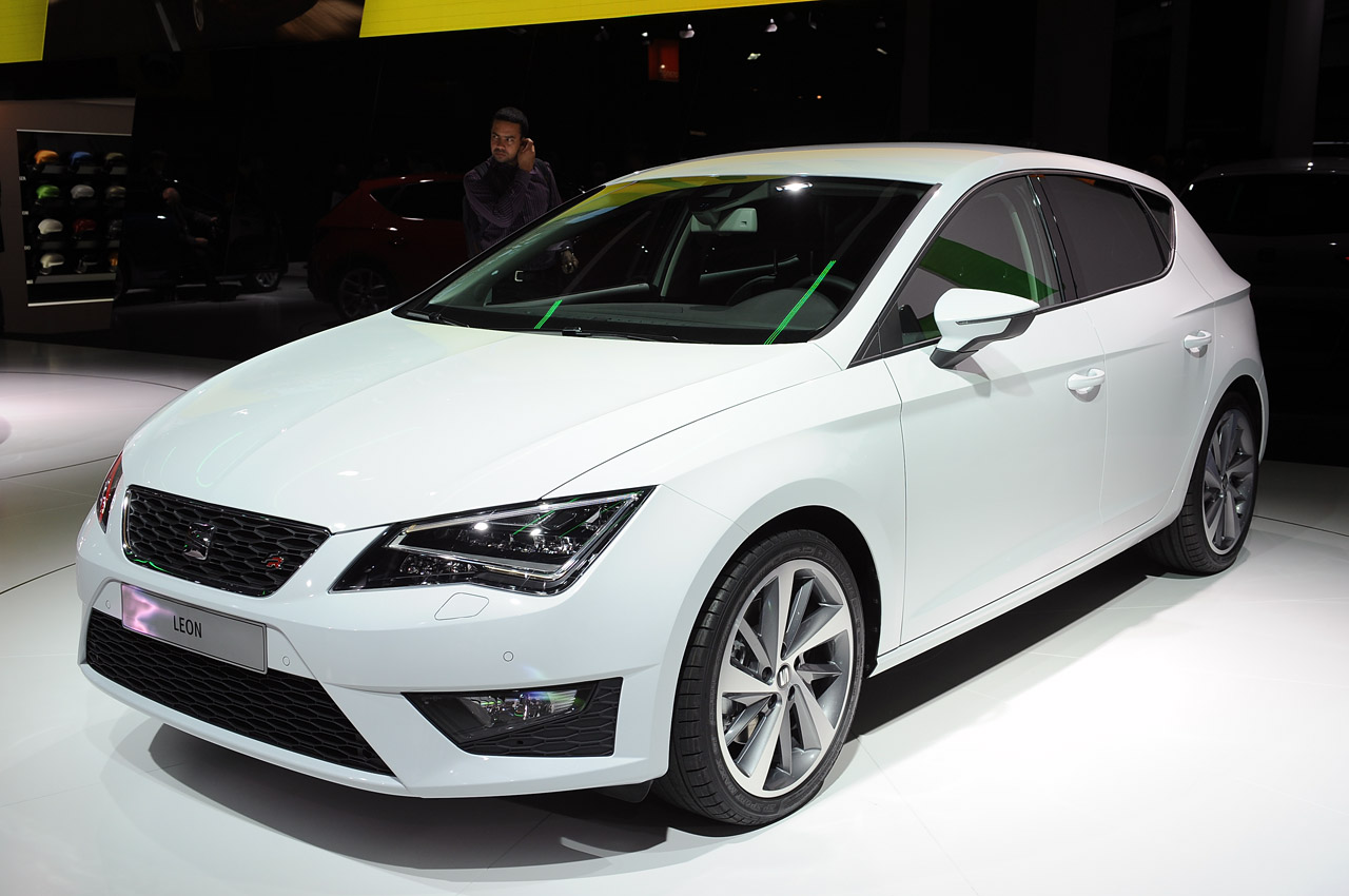 2013 seat leon paris 2012 photo gallery autoblog. Black Bedroom Furniture Sets. Home Design Ideas