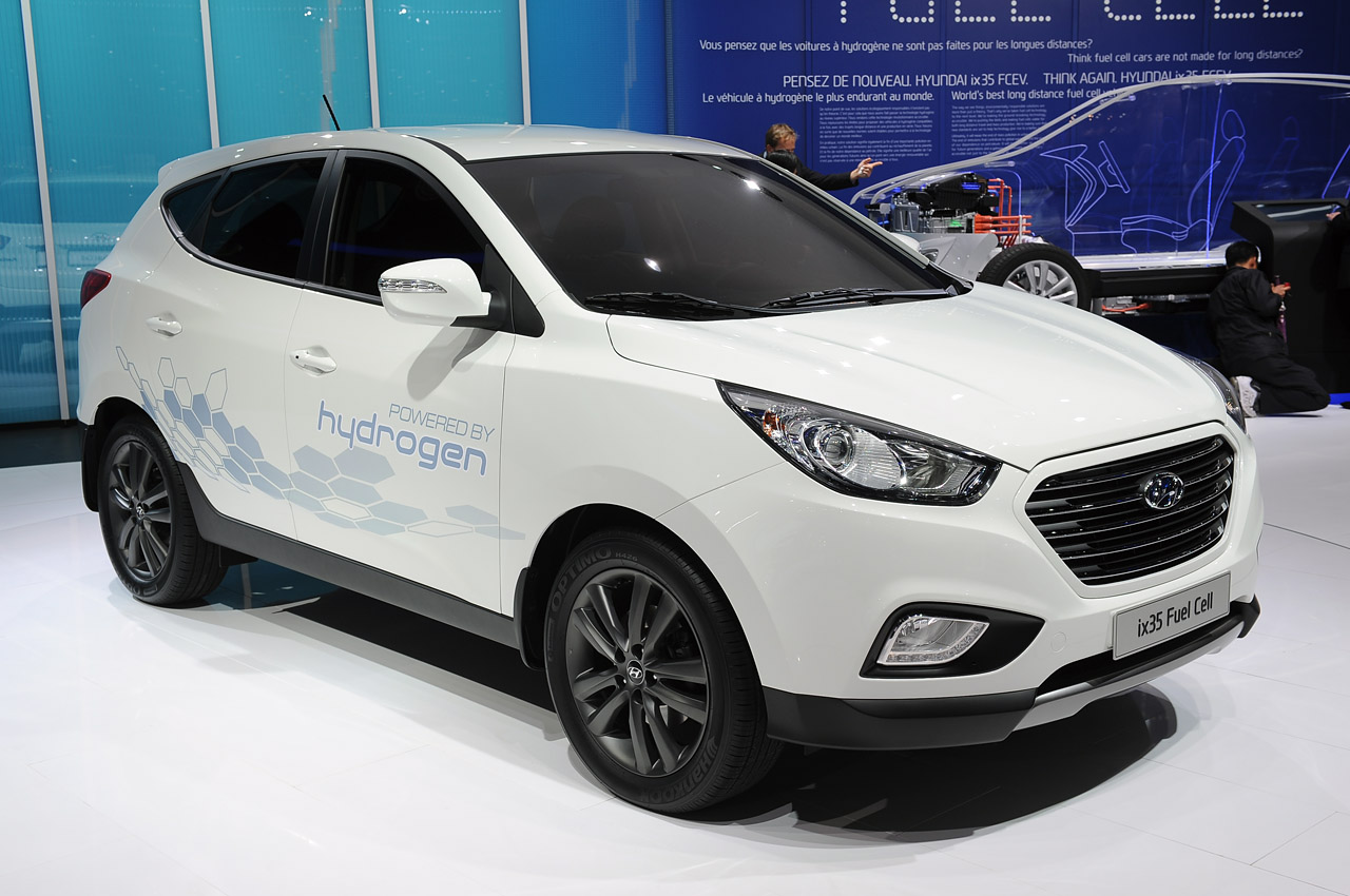 hyundai ix35 lays claim to world 39 s first production fuel. Black Bedroom Furniture Sets. Home Design Ideas