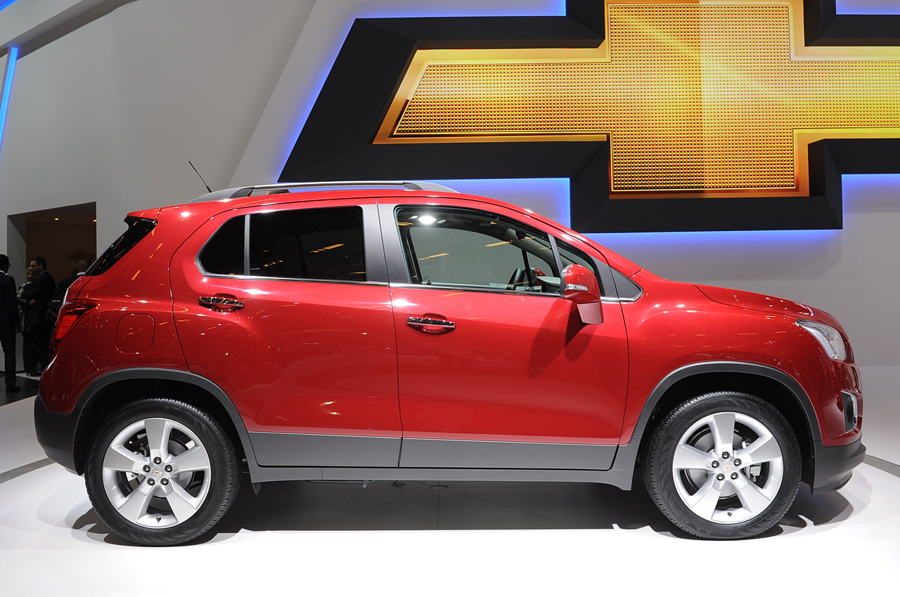2013 chevrolet trax paris 2012 photo gallery autoblog. Black Bedroom Furniture Sets. Home Design Ideas