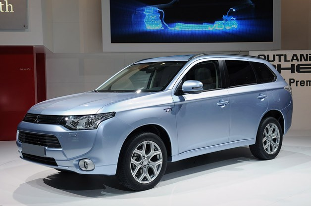 2013 Mitsubishi Outlander PHEV - Live on display at the 2012 Paris Motor Show