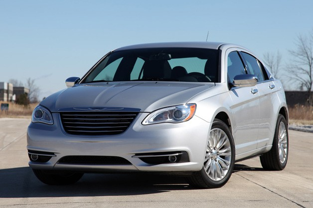 2011 Chrysler 200 - front three-quarter view, silver