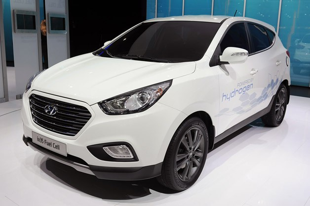 Hyundai ix35 Fuel Cell - live at 2012 Paris Motor Show