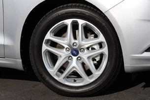2013 Ford Fusion wheel