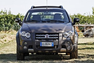 2013 Fiat Strada front view