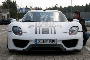 2014 Porsche 918 Spyder front view