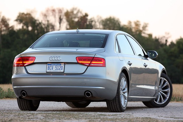 2013 Audi A8L 3.0T Quattro rear 3/4 view