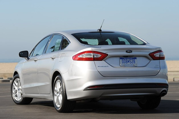 2013 Ford Fusion rear 3/4 view