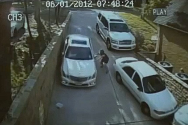 Mercedes-Benz E-Class owner has costly parking issue caught on security camera