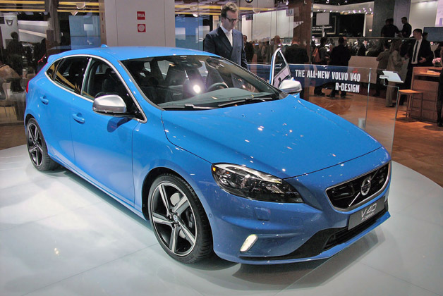 2013 Volvo V40 R Design - live on Paris Motor Show floor