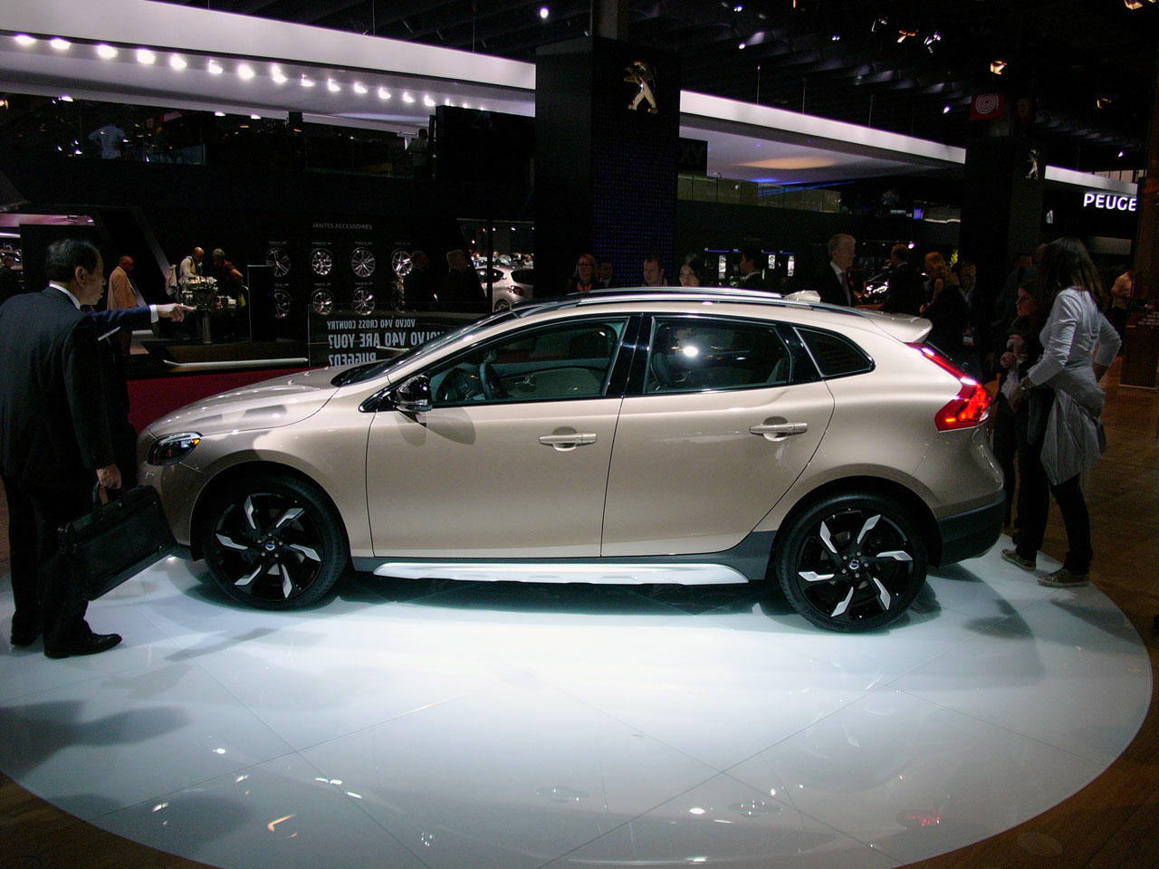 volvo v40 cross country paris 2012 photo gallery autoblog. Black Bedroom Furniture Sets. Home Design Ideas