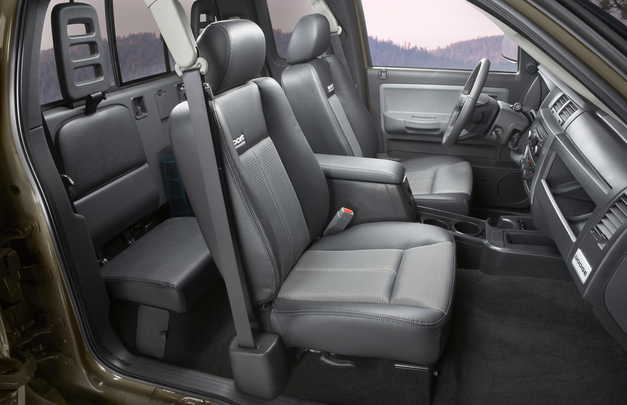 2007 Dodge Dakota Interior