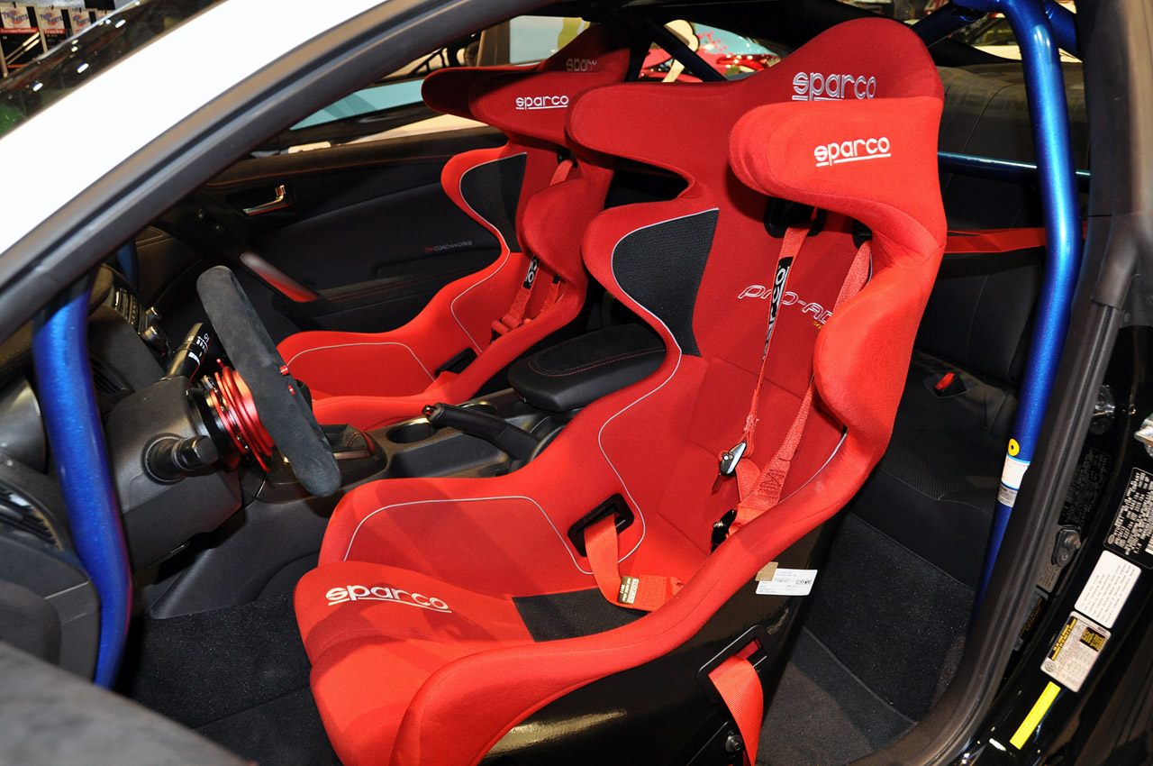 2012 hyundai genesis 50 r spec autoblog. Black Bedroom Furniture Sets. Home Design Ideas