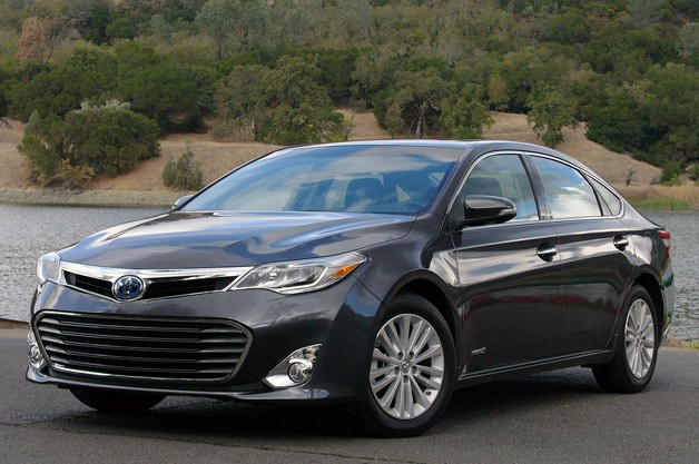 2013 Toyota Avalon - front three-quarter view, gray