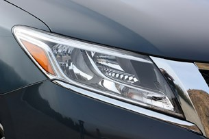 2013 Nissan Pathfinder headlight