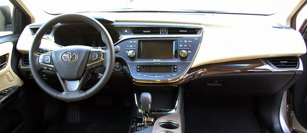 2013 Toyota Avalon interior