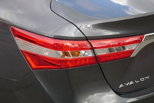 2013 Toyota Avalon taillight