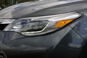 2013 Toyota Avalon headlight