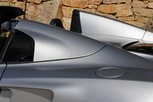 2013 McLaren MP4-12C Spider buttresses