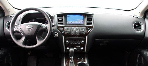 2013 Nissan Pathfinder interior
