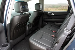 2013 Nissan Pathfinder rear seats