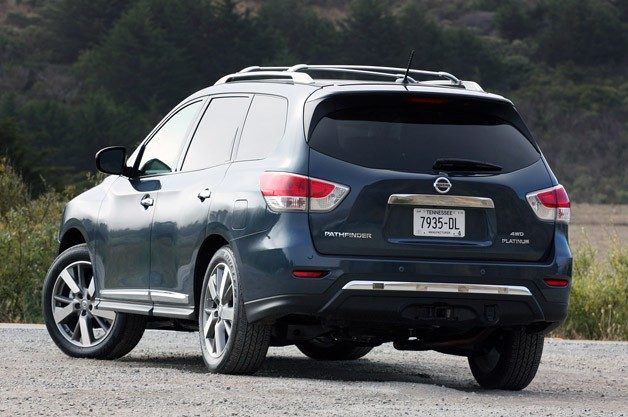 2013 Nissan Pathfinder rear 3/4 view