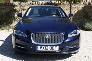 2013 Jaguar XJ V6 front view