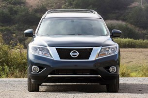 2013 Nissan Pathfinder front view